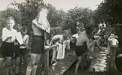 Ferienlager in Hünxe 1932 - Morgenwäsche