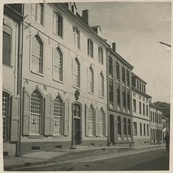 Orsoy, Rheinstraße 16 vor dem 2. Weltkrieg nach dem 2. Weltkrieg Altersheim Bestand: 6HA006 (Handakten Präses Held), Nr. 15