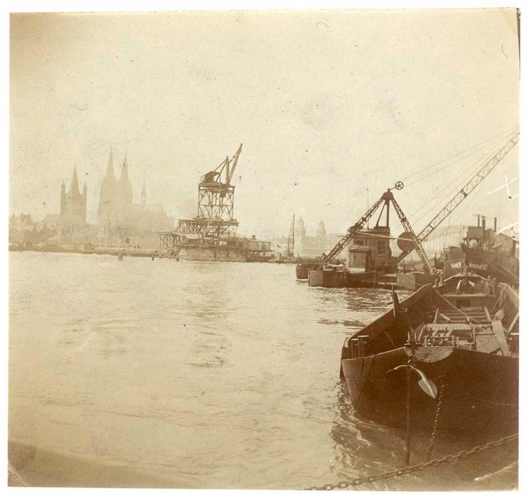 Abgabe: Heinz Joachim Held: Köln - Blick über den Rhein auf den Kölner Dom und das Rathaus ca.1910, aus Bestand: AEKR Düsseldorf 8SL046 (Bildarchiv), 80017_004