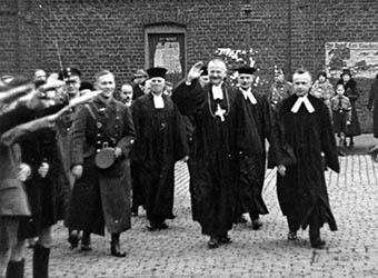 Reichsbischof Ludwig Müller in Aachen: v.l.n.r.: Zehn - Bruch - Müller - Staudte - Grünagel. ca. 1933/1934?