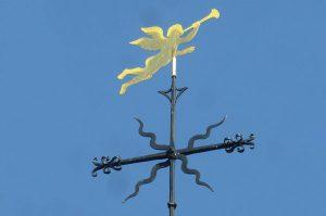 Der Geusenengel, oder auch Geusendaniel genannt, auf dem Kirchturm von der Evangelischen Kirchengemeinde Jüchen