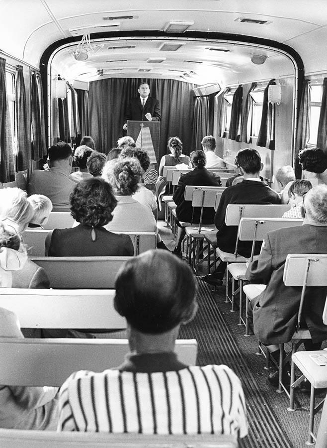 Gottesdienst im Kirchenbus